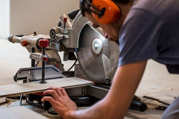 how to unlock a black and decker miter saw